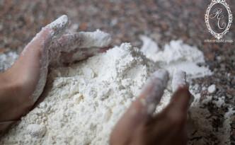 Amassar farinha