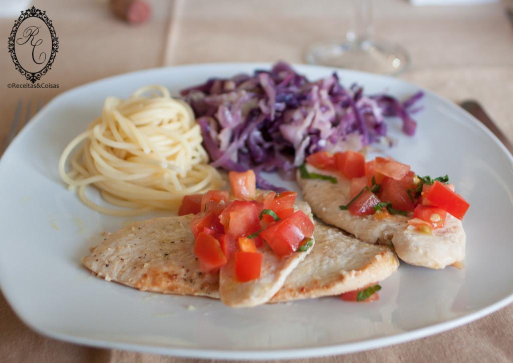 Bifes de frango com tomate e hortelã_2