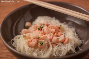 Massa de arroz sem glúten com camarão